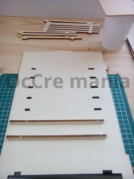 Encolamos los soportes mueble taller OcCre